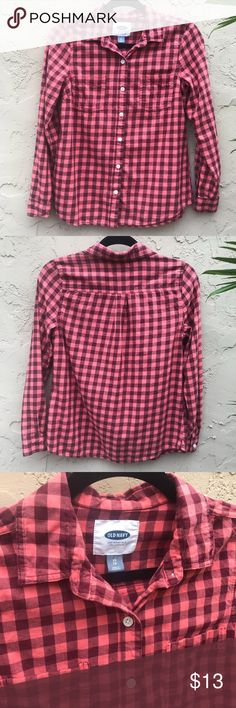 Old Navy Coral Plaid Flannel Shirt Old Navy flannel long sleeve shirt in a coral plaid. Very soft, great condition, worn once! Size XS! Old Navy Tops Button Down Shirts