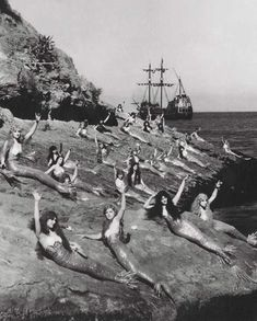 Find images and videos about black and white, mermaid and peter pan on We Heart It - the app to get lost in what you love. Vintage Bizarre, Creepy Vintage, Real Mermaids, Mermaids And Mermen, Vintage Mermaid, Mermaid Art, Mermaid Beach, Mermaid Lagoon, Jm Barrie