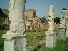Roma, Palatino. La casa delle Vestali e ... le Vestali!