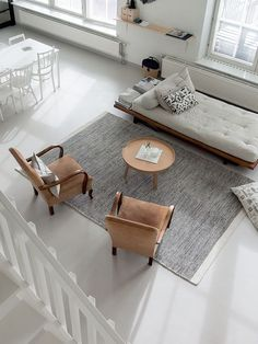 Living Room : Mid-century armchairs and a DIY daybed in a Finnish home in a converted factory / Projekti Verkaranta, Jutta K. Small Living Rooms, Home And Living, Living Spaces, Home And Family, Loft Interior, Living Room Interior, Living Room Decor, Minimalist Home Decor, Minimalist Living