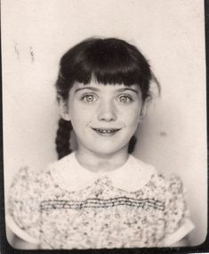 filette ⚫ little girl portrait vitnage archive photobooth kid kind enfant Vintage Pictures, Old Pictures, Vintage Images, Old Photos, Vintage Photo Booths, Photos Booth, Pretty Eyes, Beautiful Eyes, Vintage Photographs