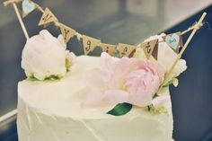 white wedding cake. closer up on the banner. (just married)
