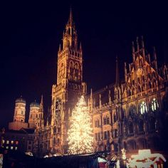 Greetings from Munich's Christmas  market  #munich #Christmas #christkindlmarkt #tree #weihnachtsmarkt #greatday #lovelife #wanderlust #weekend #enjoylife #fun #feelgood #foodblog #eatclean #eathealthy #instagood #lowcarb #cleaneats #cleaneating #cleanfood #dinner by miri_enjoys_life