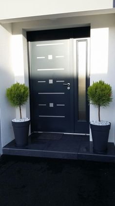 22 Modern Door Design Ideas - Local Home US - Home Improvement Modern Entrance, Modern Front Door, Front Door Design, Entrance Design, House Doors, House Entrance, Entrance Doors, Entrance Ideas, Front Door Porch