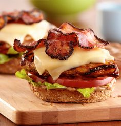 With creamy Deli American cheese, pepper bacon and balsamic mayo, this grilled chicken sandwich will even tempt traditional burger lovers. Deli Sandwiches, Grilled Chicken Sandwiches, Chicken Sandwich Recipes, Soup And Sandwich, Grilled Sandwich, Chicken Sandwhich, Bacon Sandwich, Grilled Recipes, Recipe Chicken