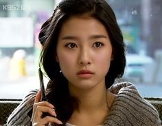 """Kim So Eun looking pretty, but slightly distressed in """"Boys Over Flowers"""". I still remember Kim Bum doing his """"5-second kill"""" act on her. ;-)"""