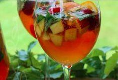 Sangria d'automne en apéritif pour Halloween Cocktails Halloween, Alcoholic Drinks, Wine, Cooking, Glass, Food, Quelque Chose, Oui Oui, Vodka