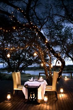 Perfect dinner date outside under the stars.