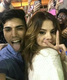 Selena Gomez With Fans, Selena Gomez Cute, Selena Gomez Style, Look At Her Now, Alex Russo, Marie Gomez, Future Wife, Hot Outfits, Justin Bieber