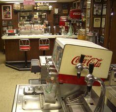 soda fountain Coca Cola Bottles, Pepsi Cola, Soda Machines, Coca Cola Christmas, Always Coca Cola, Vintage Coke, Retro Diner, Soda Fountain, Vending Machine