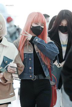 Korean Airport Fashion, Korean Fashion, Fashion Tag, Daily Fashion, K Pop, South Korean Girls, Korean Girl Groups, Mixed Girls, Korean Bands