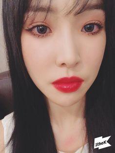 South Korean Girls, Korean Girl Groups, Gfriend Yuju, Cloud Dancer, G Friend, Twitter Update, Cute Makeup, Ultra Violet, Actors & Actresses