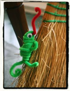 """Lines Across"": Chameleon Pipe Cleaner Animals - ""A Color of His Own"" Activity.  Found this when the students requested a pipe cleaner craft."