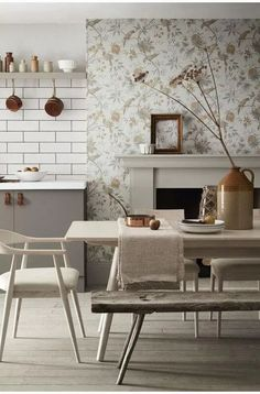 a calm and sophisticated kitchen diner with neutral colours Bold Wallpaper, Kitchen Wallpaper, Wallpaper Ideas, Farrow Ball, Minimal Kitchen Design, Paint And Paper Library, Paint Combinations, Best Paint Colors, Paint Colours