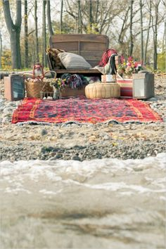 great engagement session idea: have a picnic on the beach in the fall #engagementideas #weddingchicks http://www.weddingchicks.com/2013/12/24/fall-in-love-engagement/