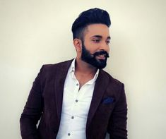 Dilpreet Dhillon is one of the famous Punjabi singer. Most of you Know his first song is Gunday no. No doubt the song is just amazing. Study In New Zealand, Jassi Gill, Singing Career, Fact Families, Famous Singers, Famous Celebrities, Just Amazing, Debut Album, Best Actor