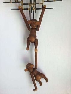 Awesome Vintage Danish Teak Monkeys By Kay Bojesen! FREE SHIPPING!! door LocalAntiqueMarket op Etsy https://www.etsy.com/nl/listing/515872251/awesome-vintage-danish-teak-monkeys-by