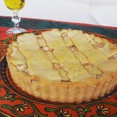 """""""La Pastiera di Grano"""", ou a torta de trigo, na tradução do dialeto napolitano, tem sua origem mais ligada à Páscoa, pois é quando se colhe o trigo na Europa. Porém, as famílias italianas que vieram para o Brasil, também a preparavam no Natal. Esta receita é tipicamente mediterrânea, feita com farinha de trigo e saborizados com ricota, leite e frutas cristalizada, e tem sua origem na cucina casalinghe della campagna (cozinha caseira do campo), pois é feita com os ingredientes produzidos por…"""
