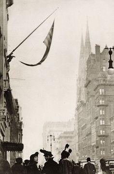 Paul Strand - Fifth Avenue, 1915