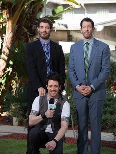 The Scott Brothers Jonathan Scott, Property Brothers Designs, Hgtv Shows, Hgtv Designers, Great Scott, Scott Brothers, Beautiful Men, Persona, Hot Guys