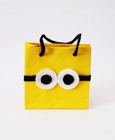 Sacolinha Minion  *Personalizada com Feltro  Medida: 10x10x4cm R$ 3,70