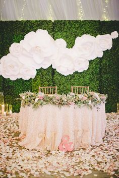 Ściana z papierowych kwiatów