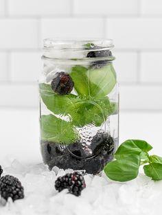 Blackberry Basil Homemade Fruit Infused Water Fruit Infused Water, Infused Water Bottle, Flavored Water Recipes, Drink Recipes, Fusion Water, Homemade Tea, Basil Recipes, Keto Drink, Best Fruits