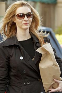 c3b1e976581c Get Lisa Kudrow s look with Jennifer by Tom Ford Celebrity Sunglasses