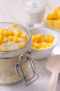 Sommerlicher Mango-Lassi Chia Pudding. Schnell, einfach, 5 Zutaten - Sommerlicher Mango-Lassi Chia Pudding