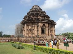 Konark temple is one of such breath taking work of. This temple has become the site of heritage for the world for its dexterous carvings.