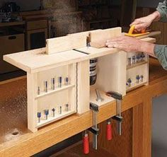 Quick and easy router table from woodsmith pinteres this portable router table packs in a lot of big time features greentooth Images