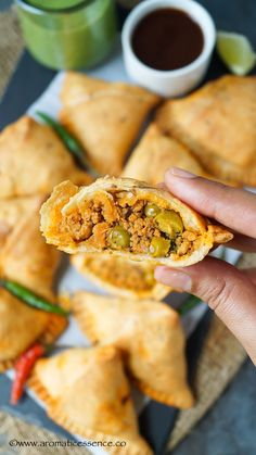 How to make Keema Samosa North Indian Vegetarian Recipes, Vegetarian Breakfast Recipes, South African Recipes, Indian Food Recipes, Asian Recipes, Mexican Recipes, Brunch Recipes, Dessert Recipes, Veg Samosa