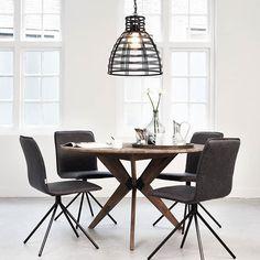 Wil je net even iets anders? Ga dan voor een ronde eettafel. Aan een ronde tafel is niemand de 'baas'. #interior #inspiration #styling #instahome #home #interieurinspiratie