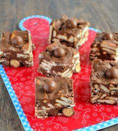 Arretjescake deluxe - Laura's Bakery Niet gelukt om er koekjes van te maken, te 'plat' maar wel lekker op de boterham. I.P.V. maltezers heb ik geroosterde noten en rozijnen gebruikt en 'mariakoekjes'