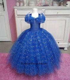 Superbe robe Tutu avec bustier extensible Vendue avec les gants et couronne Tulle bleu et bleu pailleté avec de jolies finitions (possible dans d'autres couleurs me demande - 20297758