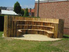 Buitenles in amfitheater van hout