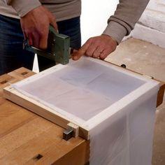 Fabriquer un cadre à sérigraphie Screen Printing Press, Screen Printing Machine, Stencil Printing, Diy Home Crafts, Tattoo Shop, Wall Sculptures, Prints, Design, Screenprinting