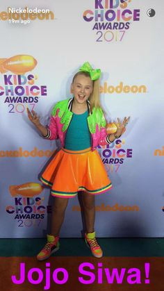 JoJo Siwa looks so pretty at the kids choice awards With a cool slime jacket