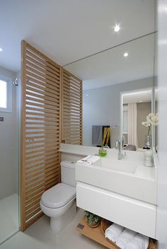 Wood slat partition in small bathroom. Banheiro da suite do Art's. Bathroom Layout, Bathroom Interior, Modern Bathroom, Small Bathroom, Bad Inspiration, Bathroom Inspiration, Interior Decorating, Interior Design, Bath Design