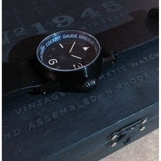 The rare black box with an even more rare black n blue kingsley machmeter watch will be leaving the watch shop and will embracing its new Kingsley member! <a href='/tag/rarewatches' target='_blank'>#rarewatches</a> <a href='/tag/blackonblack' target='_blank'>#blackonblack</a> <a href='/tag/gunmetal' target='_blank'>#gunmetal</a> <a href='/tag/pilotwatches' target='_blank'>#pilotwatches</a> <a href='/tag/ww2' target='_blank'>#ww2</a> <a href='/tag/kingsley1945'…