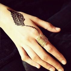 single leaf henna design > body art > touch of nature Henna Hand Designs, Mehandi Designs, Latest Finger Mehndi Designs, Henna Tattoo Designs Simple, Floral Henna Designs, Mehndi Designs For Girls, Modern Mehndi Designs, Mehndi Design Pictures, Mehndi Designs For Fingers