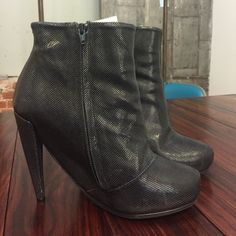 """Maison Martin Margiela Booties - 37 Margiela booties - 4.5"""" heel 1"""" platform. Only worn once - still in box with original dustbags. Make an offer ! Maison Martin Margiela Shoes Ankle Boots & Booties"""