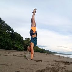 I really miss mornings on the beach being around pure nature enjoying the sound of water watching birds while walking in the sand. It's time for planning my next trip to my little paradise  #CostaRica #nature #beachlife #handstands #personaltrainer #yogateacher #offtoparadise #nexttrip