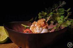 Super lekker én gezond recept voor een spetterend eindejaar! Sappige tongfilets gevuld met krab en ajuintjes, overgoten met een fijn citroensausje en zo klaar… ideaal tijdens de feestdagen! Een super gerechtje dat gluten-vrij en low-carb is zonder dat je het merkt, je zal iedereen blij maken ook diegenen die eigenlijk nooit paleo eten.