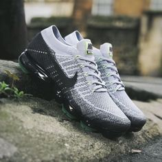 I like the look of these Nike Vapormax sneakers. In any case, on my radar ...   - Schuhe für jedermann -   # Sneakers Mode, Air Max Sneakers, Sneakers Fashion, Fashion Shoes, Mom Fashion, Fashion Beauty, Latest Shoes, Nike Vapormax Flyknit, Workout Shoes