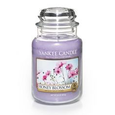 Yankee Candle Honey Blossom : Artisanal honey is savored by those in search of flavors that delight on many levels. In that same way, this beautiful blend of flower nectar, honey musk, freesia and woods makes this rich fragrance both full and delicate.