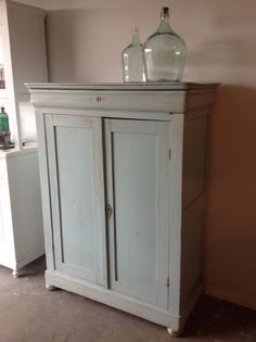 Old cupboard, meidenkast, Love this colour!