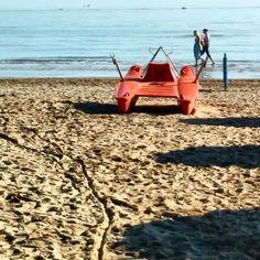 La fine dell'estate, triste come un pattino solitario. #Rimini