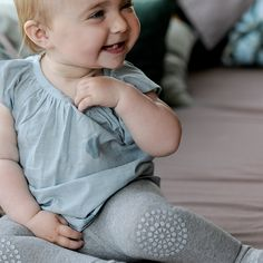 We've found the cutest leggings (and socks, tights...) for your child! This range of crawling products ensure that your child gets off to a good start when learning to crawl and walk. The non-slip design will increase your child's stability on all surfaces and will strengthen its balance and confidence. And all of these, with style http://petitandsmall.com/gobabygo-exploring-world-stylish-safe-way/