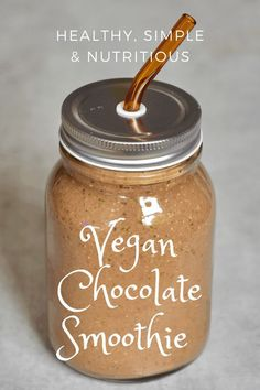 Here's a delicious, vegan chocolate smoothie for when you're craving cocoa.The dates, vanilla and cacao create a beautifully sweet chocolate smoothie. Breakfast Smoothies, Vegan Breakfast, Sugar Free Treats, Non Alcoholic Drinks, Smoothie Bowl, Vegan Chocolate, Healthy Drinks, Cocoa, Dates